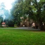 Schlosshof mit Holzbackofen